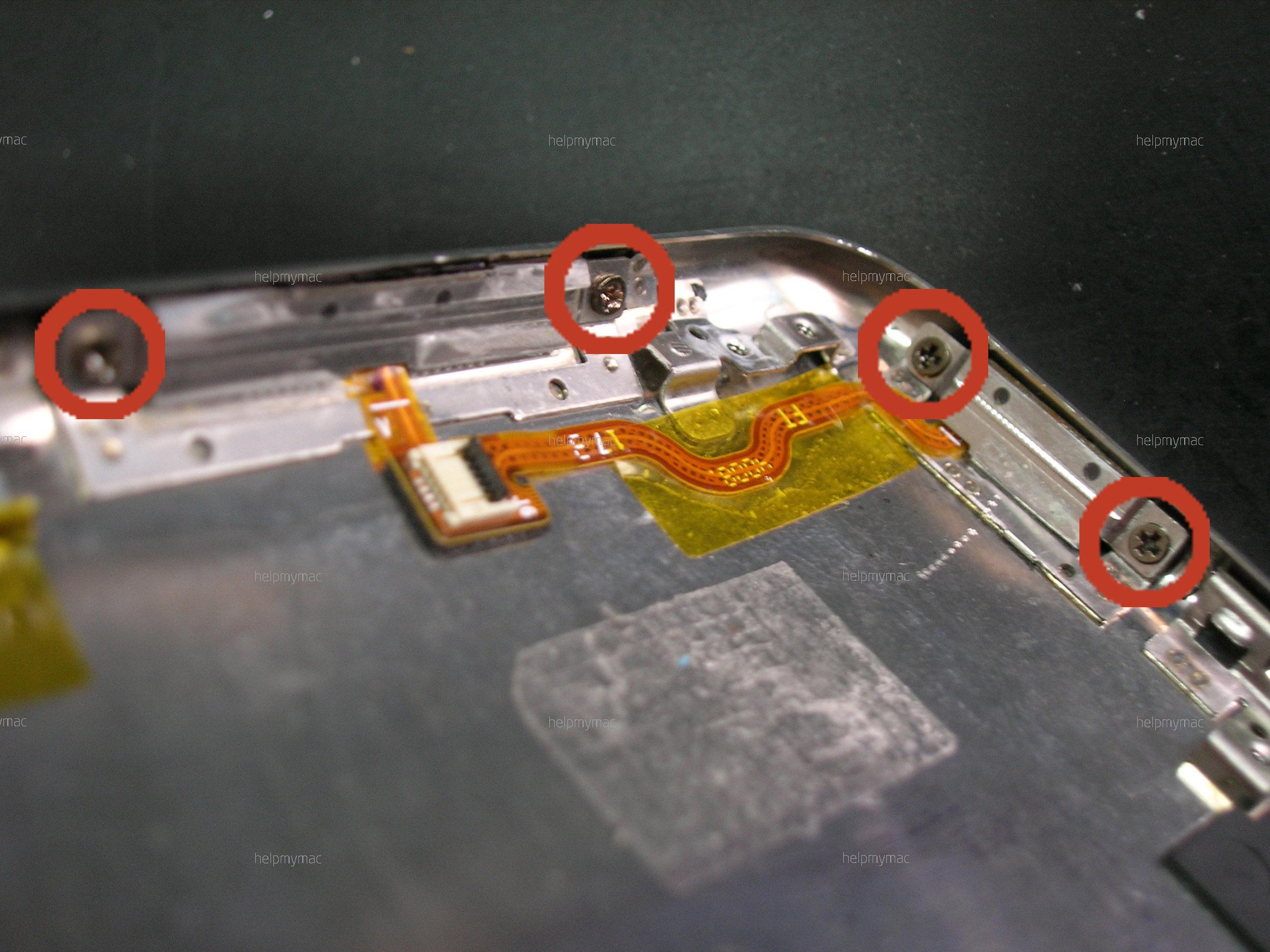Винтики, крепящие кнопки управления iPod'а Touch 2G